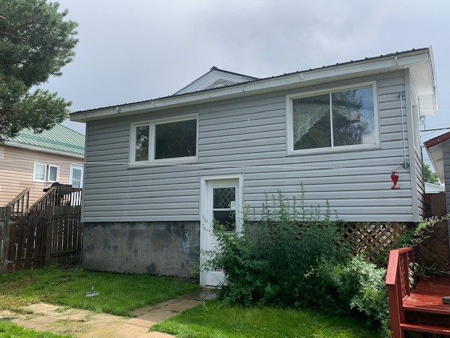 56 Pine Street East, Chapleau, Ontario  P0M 1K0 - Photo 3 - RP7726177014